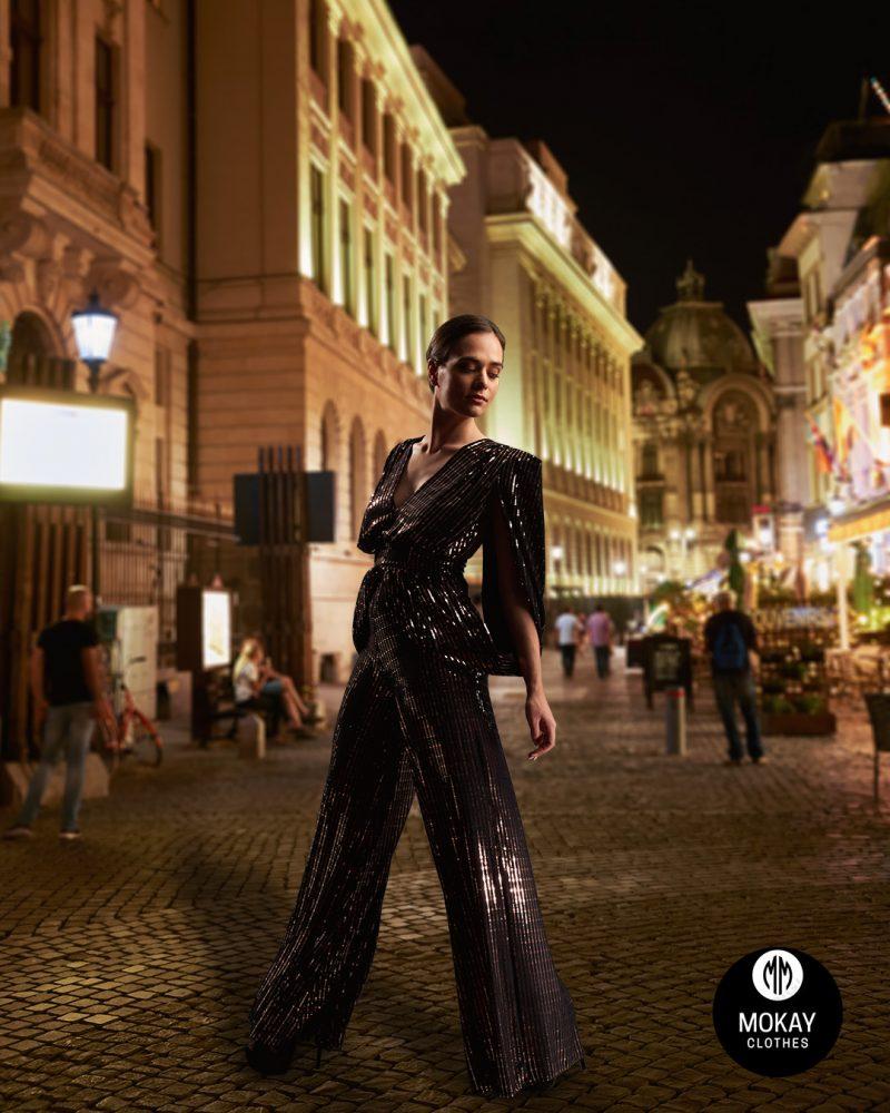 Fotomodel in pantaloni eleganti