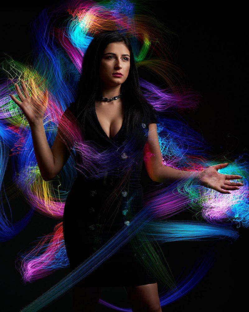 Portret cu fundal facut cu fibra optica