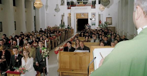 Exemplu de folosire a luminilor de studio in biserica