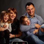 familie fericita in patru