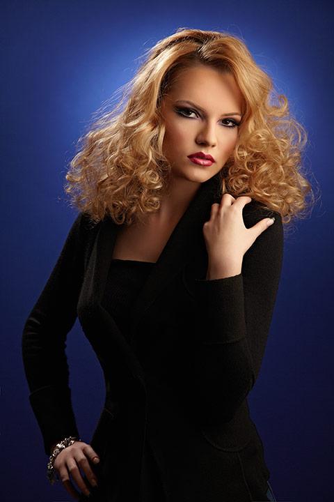 fotomodel blond la sedinta foto