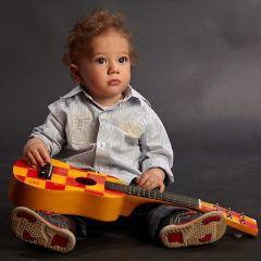 copil cu chitara