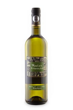 sticla de vin pe fundal alb