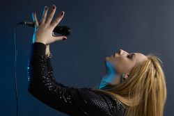 in studio imitand atmosfera de concert