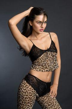fotomodel in costum leopard la sedinta foto
