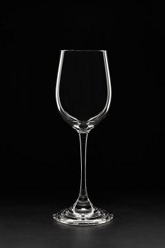 pahar de vin fotografiat pe fundal negru