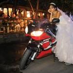 mireasa pe motocicleta