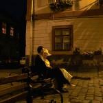mirii pe banca noaptea
