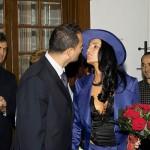 sotul isi saruta legal sotia