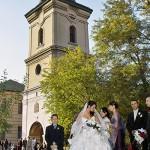 nunta in preajma bisericii