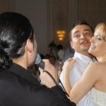 Pepe cantand mirilor la petrecerea de nunta