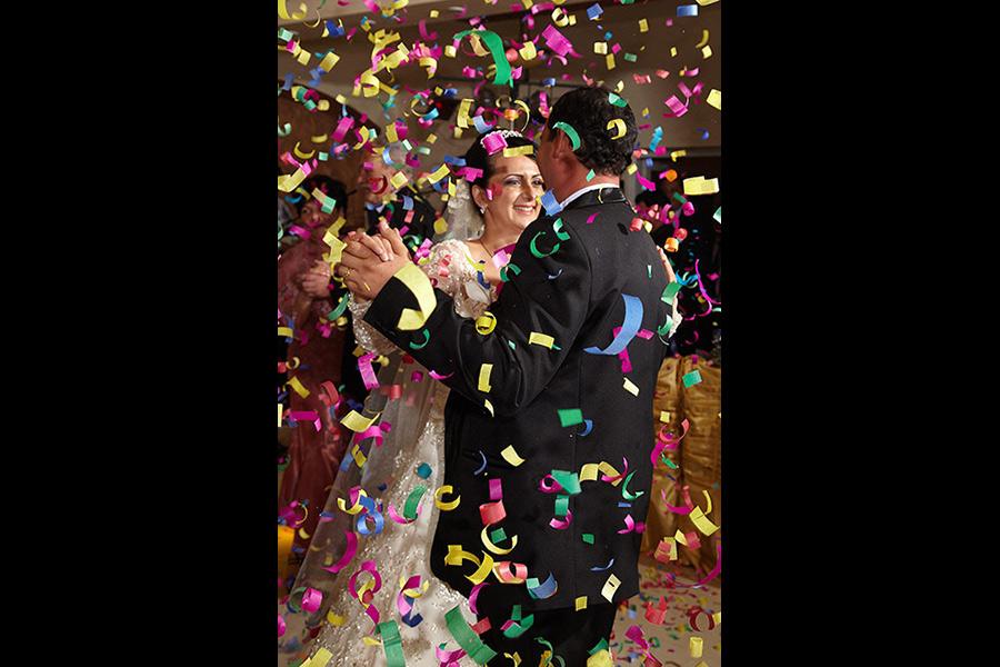 Dans si confetii in timpul nuntii