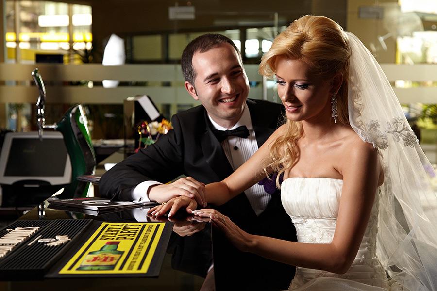 Cuplu la bar